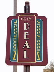 DEAL WELCOME SIGN, SOUTHBOUND OCEAN AVENUE, WEST SIDE.