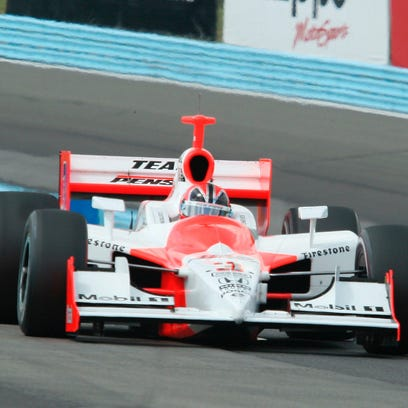 Helio Castroneves comes through the Esses during the