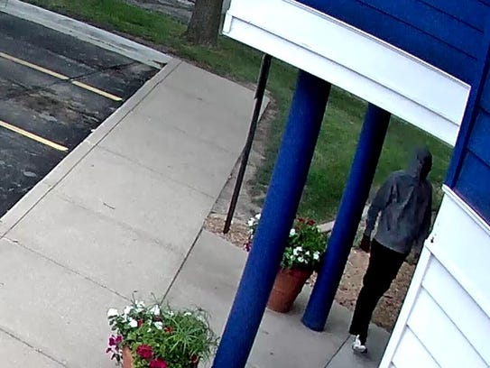 West Des Moines police say a man tried to rob two banks