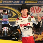 Carl Edwards beats rain at Texas, clinches spot in Chase final