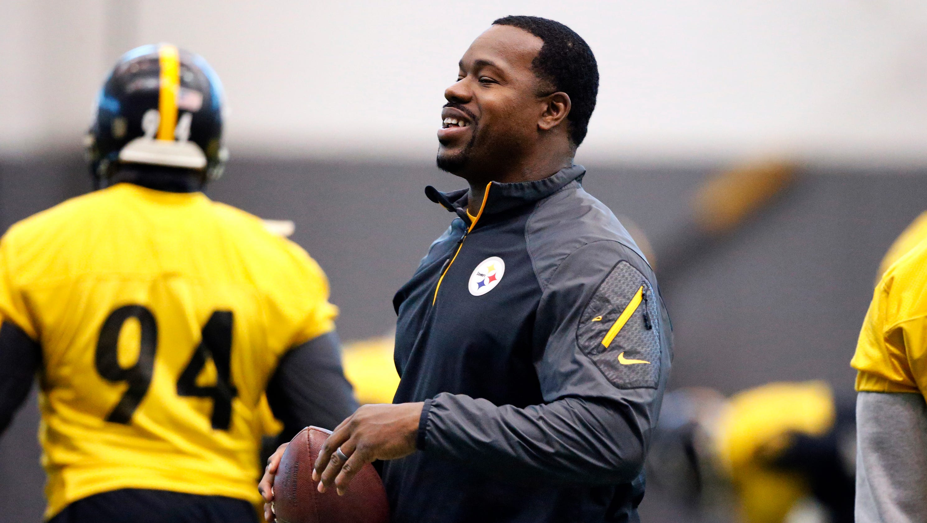 636198423265807089-ap-steelers-assistant-coach-charges-football-87842624