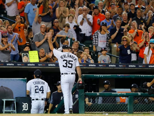 Justin Verlander waves to the crowd after the final