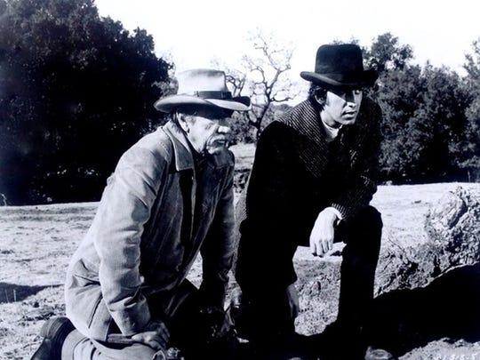 Richard Boone as Hec Ramsay with Rick Lenz