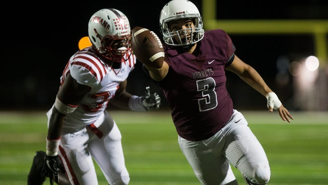 Flour Bluff's Simeon Wells rushes for a touchdown during their District 30-5A interzone playoff game on Friday, Nov. 10, 2017, at Hornets Stadium.