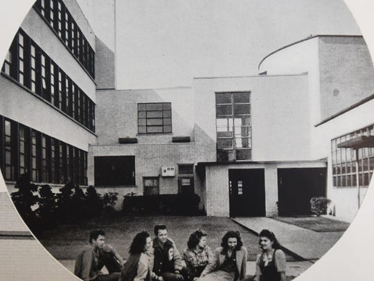 A photo from the 1945 Bossier High School.