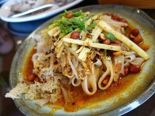 Fideos fríos tiernos picantes en Beijing Noodle House.