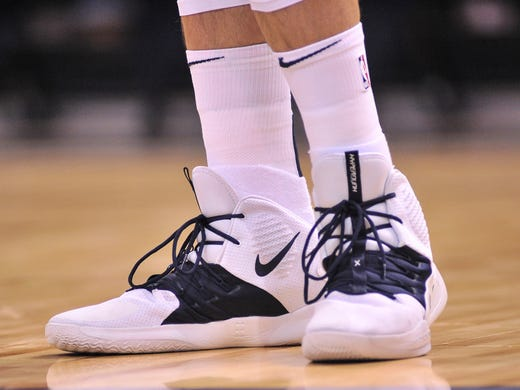 Memphis Grizzlies center Marc Gasol (33) shoes during