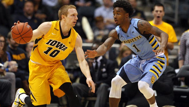 Iowa point guard Mike Gesell has an impressive head on his shoulders: Graduated in three years, even thinks on the fly when his proposal plans go awry.