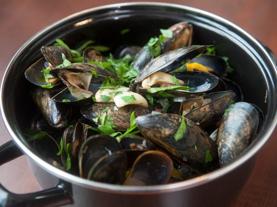 Steamed mussels with white wine, beer and pancetta
