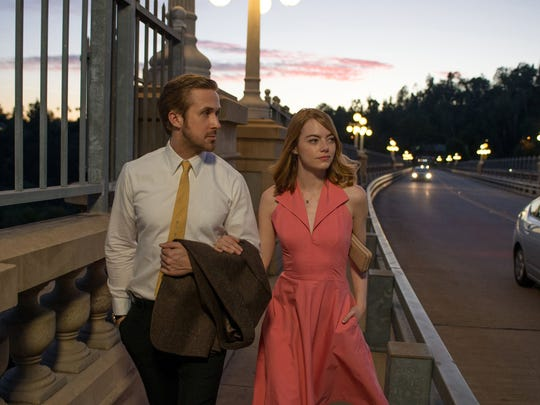 """Ryan Gosling as Sebastian and Emma Stone as Mia in a scene from the movie """"La La Land"""" directed by Damien Chazelle. (Dale Robinette/Lionsgate)"""