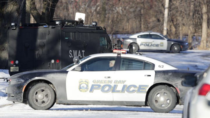 Green Bay school temporarily locked down during police standoff with armed man