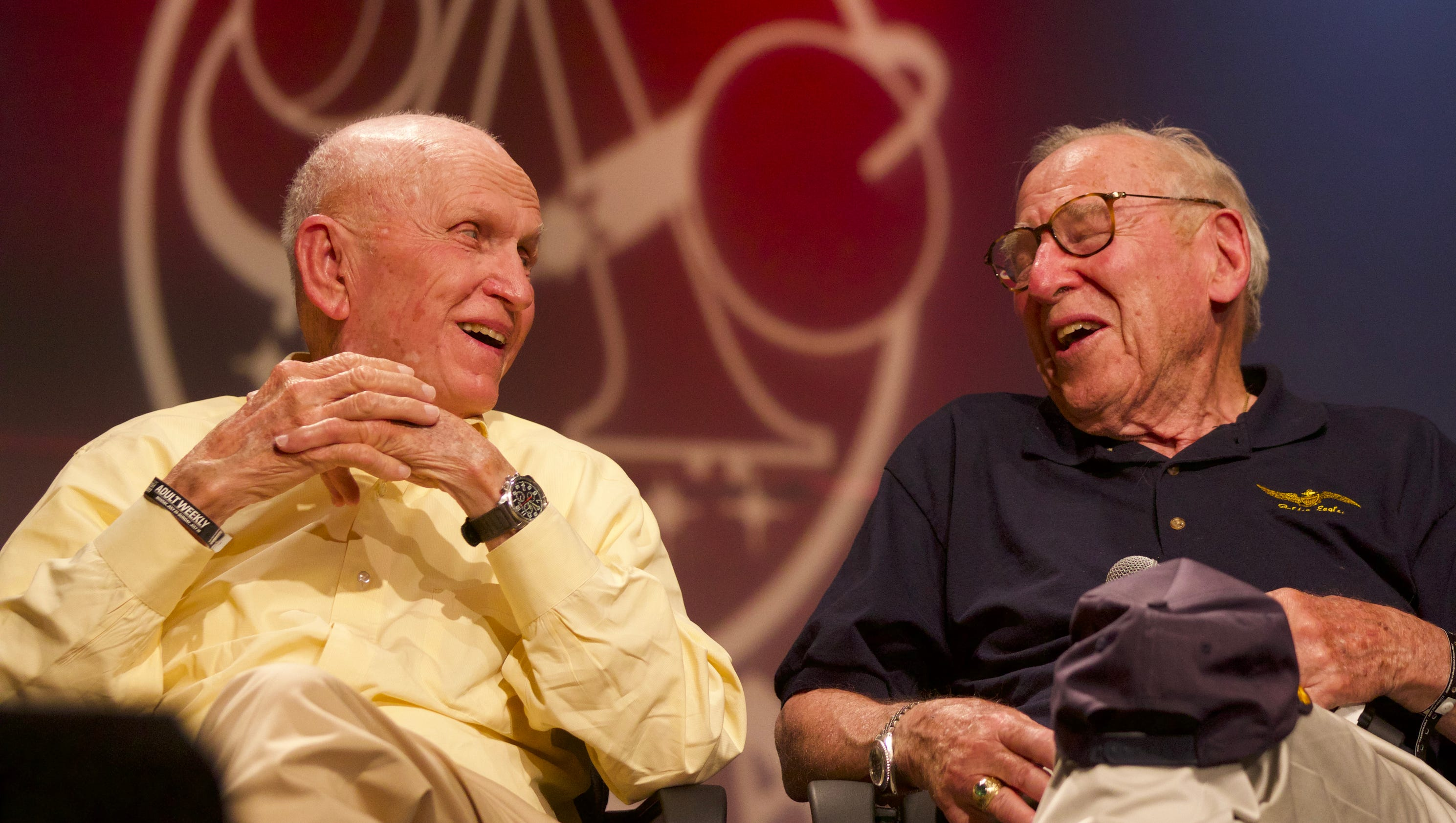 Apollo astronauts awe AirVenture crowd with insight
