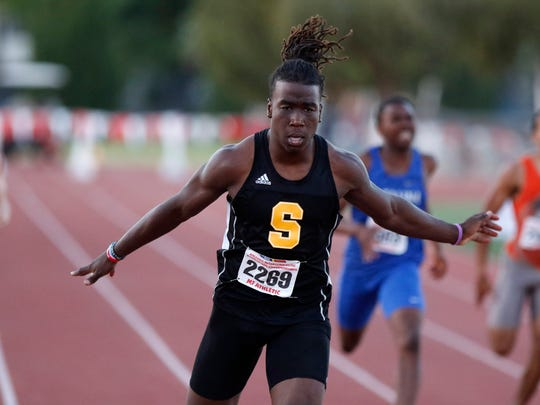 Saguaro's Kelee Ringo wins heat of the 200 meters during