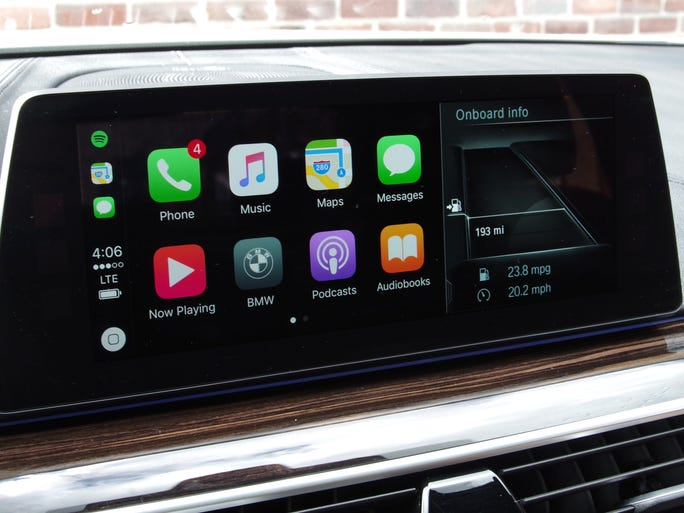 bmw 5 series soars with apple carplay. Black Bedroom Furniture Sets. Home Design Ideas