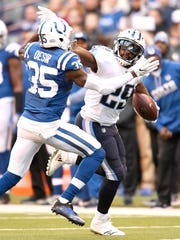 Titans running back DeMarco Murray (29) gains a first