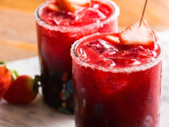 Strawberry Margarita by SweetLifeBake.com