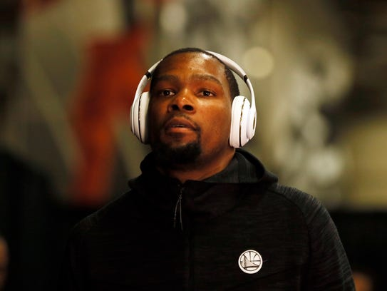 Durant arrives before Game 4 of the Western Conference