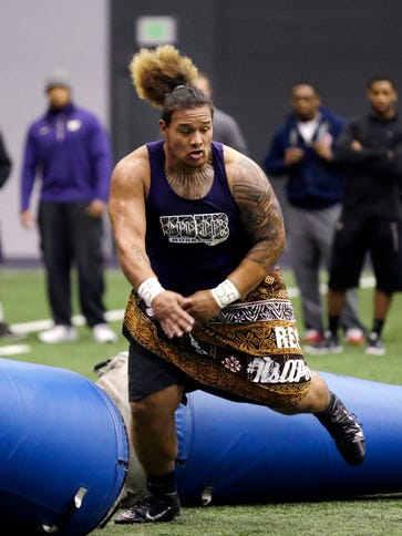 Former Washington player Danny Shelton works out at