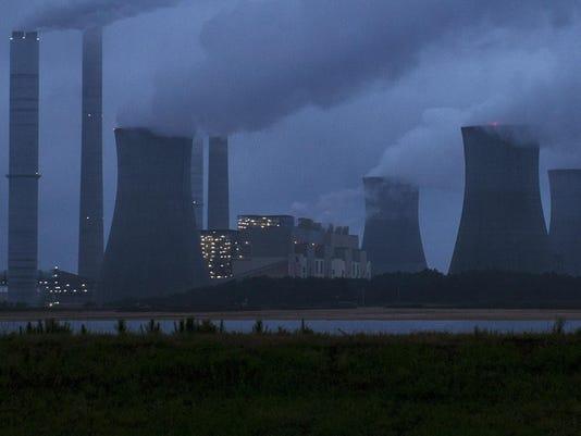 APTOPIX Coal Plant Ge_Redm