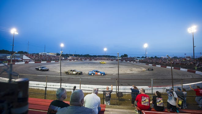 The Indianapolis Speedrome featured figure 8 racing in the Late Model 17th-Annual Jake Cohen Memorial 150-lap event on Saturday.