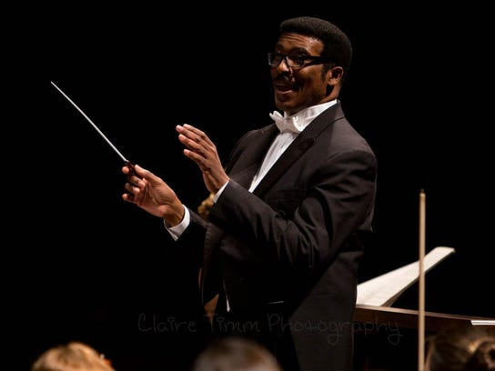 Andre Thomas conducting