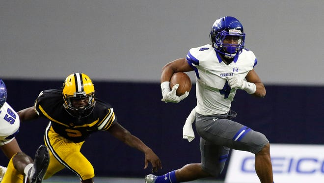 Chandler Wolves running back Tj Green (4) carries the ball against the Valdosta Wildcats during the second half. Chandler won 44-24.