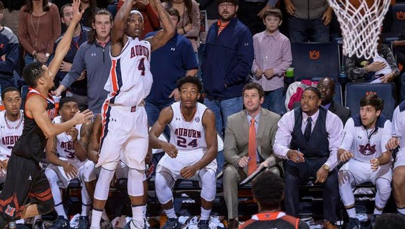 Auburn guard T.J. Dunans hits a game-winning 3-pointer
