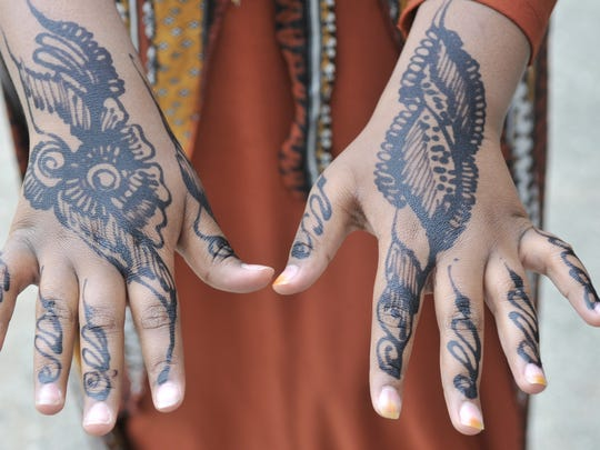 Girls decorated their hands with hina, tattoos that eventually fade away.