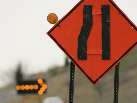 -Road construction sign arrow.jpg_20130528.jpg