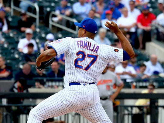 New York Mets losing pitcher Jeurys Familia (27) pitches