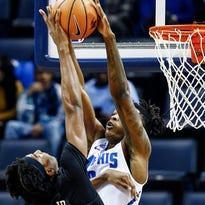 Memphis Tigers, Tubby Smith find their zone in back-to-back road wins
