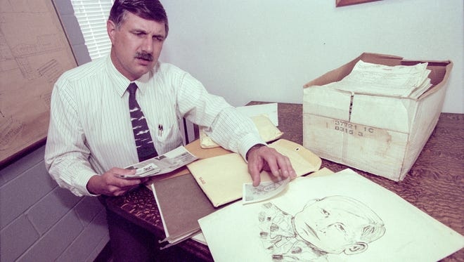 Visalia Police Captain Terry Ommen reviews the Snelling murder case in September of 1996.