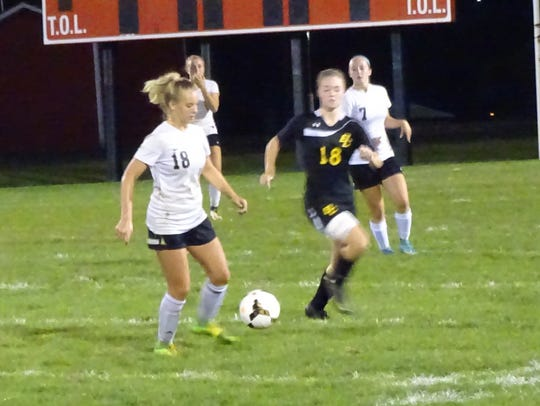 Fairfield Union's Theron Ruff controls the ball during
