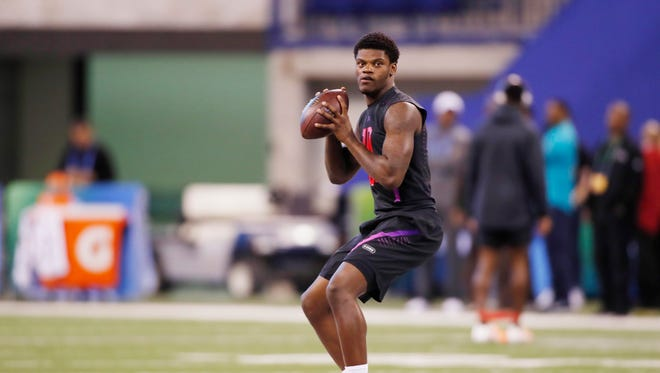 How would Lamar Jackson look in an Arizona Cardinals uniform? He's a trendy pick for the team in the NFL draft in recent NFL mock drafts.