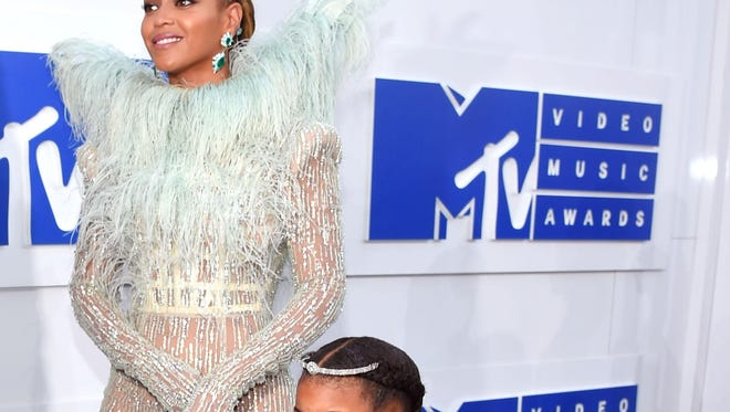 NEW YORK, NY - AUGUST 28: Beyonce and Blue Ivy attend the 2016 MTV Video Music Awards at Madison Square Garden on August 28, 2016 in New York City. (Photo by Larry Busacca/Getty Images for MTV)