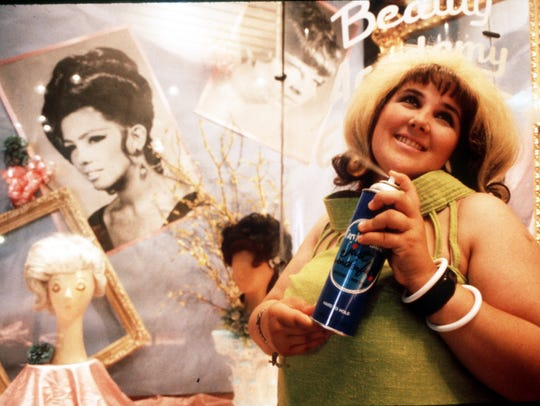 """STAGE-HAIRSPRAY - Ricki Lake in  """"Hairspray,"""" a quirky"""