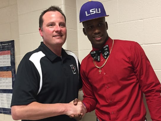 Parkway 39 s terrace marshall jr sheds a tear at lsu signing for Terrace marshall