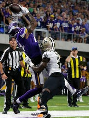 Minnesota Vikings wide receiver Stefon Diggs, left,
