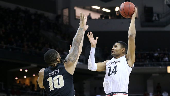 Cincinnati Bearcats forward Kyle Washington (24) scores in the first half during the NCAA basketball game between the UCF Knights and the Cincinnati Bearcats, Tuesday, Feb. 6, 2018, at BB&T Arena in Highland Heights, Ky.