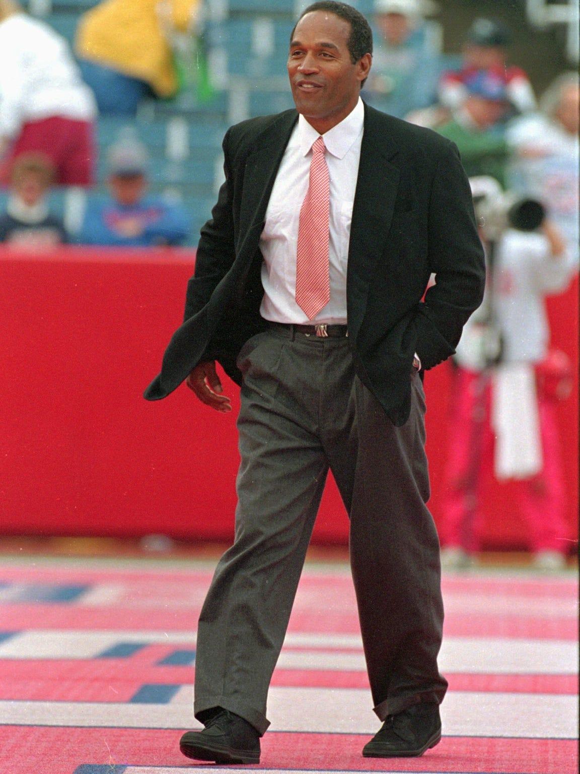 Harry Scull Jr.'s photo of O.J. Simpson walking across