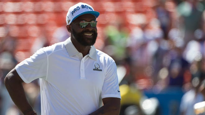 January 31, 2016; Honolulu, HI, USA; Team Rice alumni captain Jerry Rice before the 2016 Pro Bowl game at Aloha Stadium.