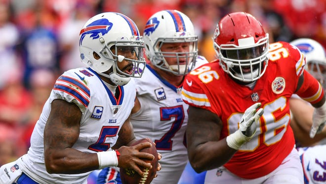 Buffalo Bills quarterback Tyrod Taylor rolls out of the pocket away from the oncoming rush of Kansas City nose tackle Bennie Logan on Sunday. Peter Aiken/Getty Images