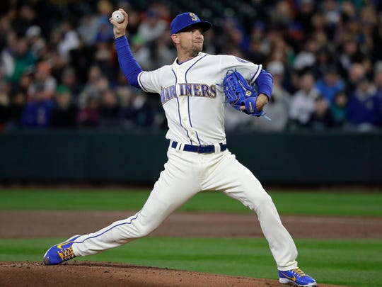 Seattle Mariners starting pitcher Mike Leake throws