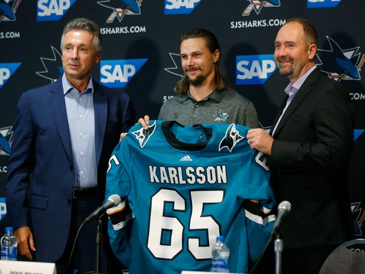 Sharks_Karlsson_Hockey_82805.jpg