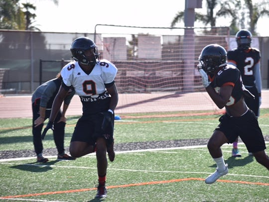 Ventura College receiver Steve Houston, the former Rio Mesa High star and Washington State commit, runs a route during practice.