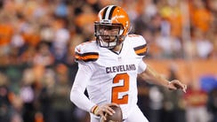 Cleveland Browns quarterback Johnny Manziel (2) runs