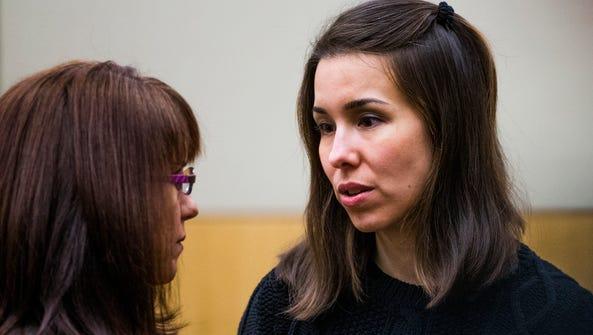 Jodi Arias looks at her attorney , Jennifer Willmott,