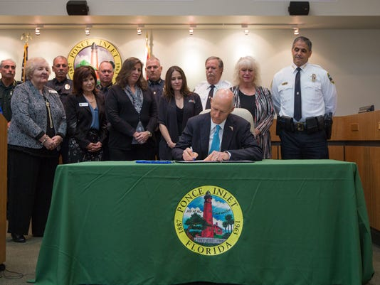 governor signing