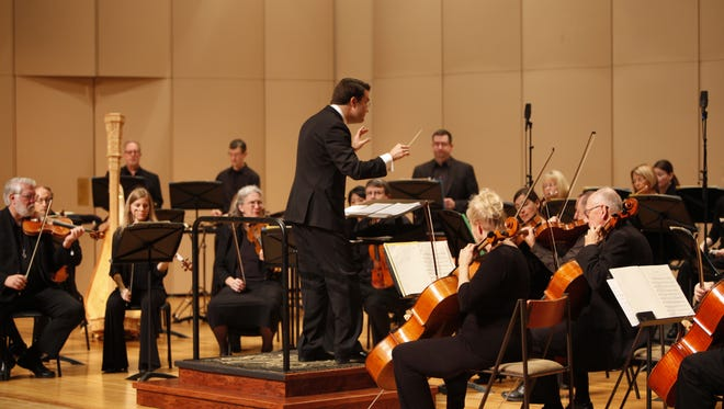Matthew Kraemer conducts the Indianapolis Chamber Orchestra.