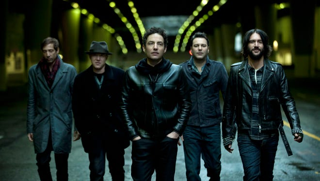 The Wallflowers, with Jakob Dylan, center.